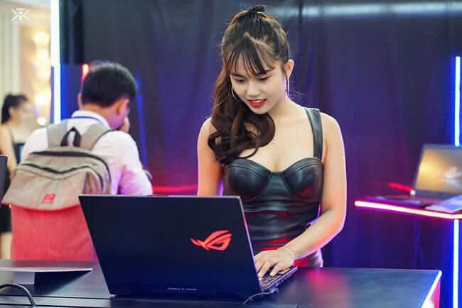 Asus ROG hostesses